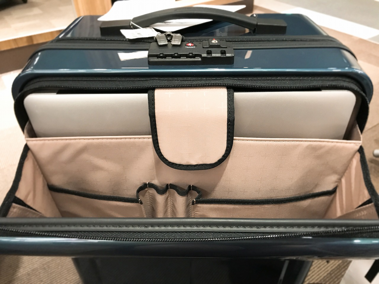 スーツケース パソコン
